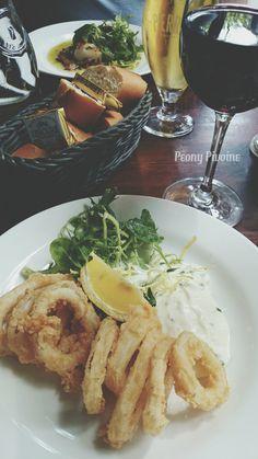 Fritôs de calamars : Crispy fried squid with roasted garlic mayonnaise