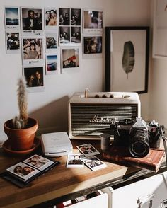 room makeover grunge Enerjinize yi Gelecek Dekor n - roommakeover Bedroom Vintage, Vintage Room, My New Room, My Room, Dorm Room, Retro Bedrooms, Retro Room, Photo Corners, Room Goals