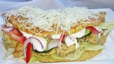 Zapečené kuracie prsia v zemiakovej placke so smotanovým dressingom a letnou zeleninou! - Recepty od babky