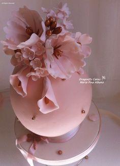 Dragonfly Cake, Haute Cakes, Easter Egg Cake, Chocolate Showpiece, Magdalena, Egg Art, Vintage Perfume, Sugar Flowers, Cake Tutorial