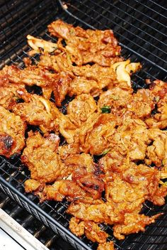 This spicy pork bulgogi is a popular Korean BBQ. Thinly sliced pork is marinated in a gochujang based sauce with lots of fresh garlic and ginger. Potluck Recipes, Pork Recipes, Dinner Recipes, Cooking Recipes, Dinner Ideas, Family Recipes, Family Meals, Spicy Korean Pork, Korean Food
