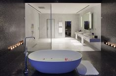 Relax in your soaking tub in the presidential suite at Yas Viceroy Abu Dhabi.