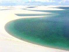 Santo Amaro do  Maranhão - MA - Brasil Lagoa Cristalina no meio do deserto.