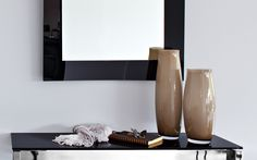 A must for your home, the Calligaris Babette glass vase enhances its surroundings with elegance.