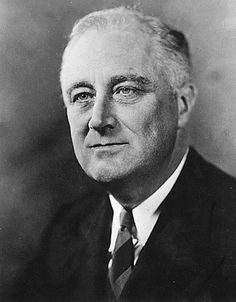 Franklin Delano Roosevelt (Hyde Park , Nueva York), 30 de enero de 1882- (Warm Springs , Georgia), 12 de abril de 1945) fue un político y abogado estadounidense, que alcanzó a ejercer como el trigésimo segundo presidente de los Estados Unidos desde 1933 hasta su muerte en 1945 y ha sido el único en ganar cuatro elecciones presidenciales en esa nación.