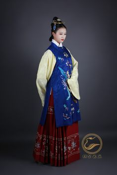 """Chinese Ming Dynasty dress recreation (""""Twelve Beauties"""" from zhongelina on taobao)"""