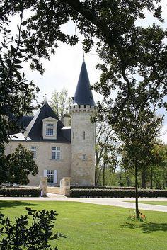 Château d'Agassac ~ Ludon-Médoc, Aquitaine, France Beautiful Castles, Beautiful Homes, Beautiful Places, Palaces, Chateau Bordeaux, Photo Chateau, French Castles, French Architecture, Castle House