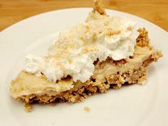 Das perfekte Erdnussbutter-Tarte ohne backen-Rezept mit einfacher Schritt-für-Schritt-Anleitung: Die Butterkekse fein zerbröseln und mit dem Zucker und…