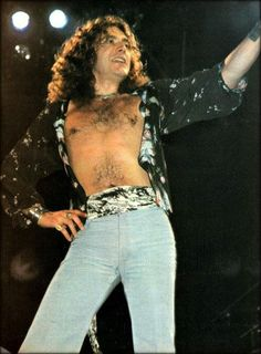Robert Plant of Led Zeppelin Best Rock Bands, Rock And Roll Bands, Cool Bands, Led Zeppelin Live, Page And Plant, Elevator Music, John Paul Jones, John Bonham, Whole Lotta Love