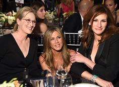 Pin for Later: The Cutest and Most Random Celebrity Run-Ins at the SAG Awards Meryl Streep, Jennifer Aniston, and Julia Roberts
