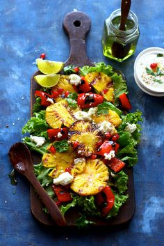 This grilled pineapple salad takes its cue from the sweet and tangy flavors. Bbq Salads, Healthy Salads, Summer Salads, Eating Healthy, Outdoor Cooking Recipes, Grilling Recipes, Pinapple Salad, Vegetarian Recipes, Healthy Recipes
