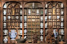 Ancient apothecary of the hospital of Saint-Germain-en-Laye, collection from the 17th & 18th centuries