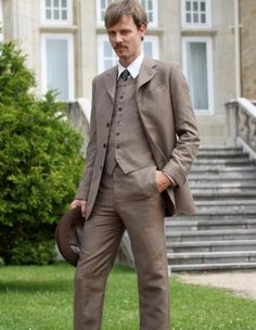 Grand Hotel tv series 2011-2013. Eloy Azorin acting as Javier Alarcon. Son of Doña Teresa, brother of Aliva & Sofia.