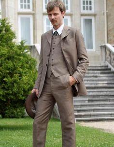 Grand Hotel tv series 2011-2013. Eloy Azorin como Javier Alarcon hijo de Doña Teresa, hermano de Alicia & Sofia.