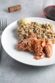 Salmon with Creamy Cauliflower Farro features grilled salmon served with hearty farro, flavored with a delicious and healthy cauliflower sauce. Best Salmon Recipe, Grilled Salmon Recipes, Healthy Salmon Recipes, Seafood Recipes, Vegetarian Recipes, Dinner Recipes, Best Cauliflower Recipe, Creamy Cauliflower, Savoury Dishes
