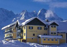 Oferta pentru vacanta iernii 2017-2018 in apartamente de vacanta in Gosau, Austria! #SkiAustria, #OferteVacante, #AustriaIarna