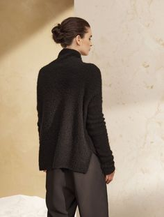 Bring some serenity to your closet with a cashmere pullover sweater. This piece can be worn again and again while maintaining an entirely fresh approach. Its asymmetrical hem which is longer in the back flatters the shape and pairs beautifully with our jodhpurs.