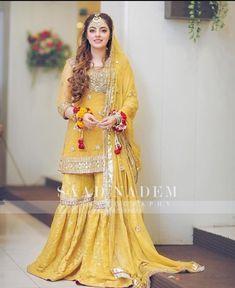 Asian Wedding Dress Pakistani, Beautiful Pakistani Dresses, Asian Bridal Dresses, Pakistani Fashion Party Wear, Indian Bridal Outfits, Pakistani Dress Design, Pakistani Bridal Dresses Online, Mehendi Outfits, Fancy Dress Design