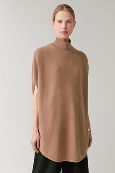 Shop jumpers and cardigans from the women's knitwear collection at COS; timeless shapes and relaxed cuts in cashmere, merino and cotton. Sleeveless Tunic, Knit Fashion, Minimal Fashion, Contemporary Fashion, Knit Cardigan, Wool Blend, Knitwear, Women Wear, Normcore