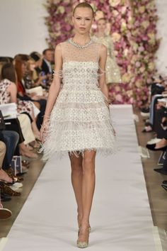 http://www.vogue.de/fashion-shows/kollektionen/fruehjahr-2015/new-york/oscar-de-la-renta/runway/00390h