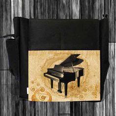 A través de este diseño vintage se resalta la grandeza del piano.