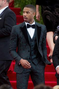 Hi, here are some perfecto casual outfits for men. Getting a good casual wear for men are most times difficult. But check out these perfect casual outfits for men. Gorgeous Black Men, Handsome Black Men, Beautiful Men, Outfit Hombre Formal, Outfits Hombre, Michael B Jordan, Mode Costume, Best Dressed Man, Mens Fashion Suits