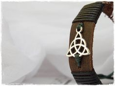 Celtic Leather Bracelet Men's Leather Cuff by ChrisOsCreations,  Size : 7,5 inches COlor Forest Green€11.50