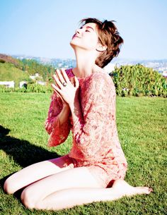 Shailene Woodley ♥ praying mode