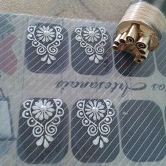 Glittery Nails, Manicure Y Pedicure, Flower Art, Finger, Nail Designs, Nail Art, Beauty 101, Eyeliner, White Nail Beds