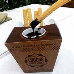Chucre #Churros #Gourmet combina com um feriado #péNaJaca!!... Fries Packaging, Cool Packaging, Coffee Packaging, Food Truck, Never Eat Alone, Food Cart Design, Donut Shop, Cafe Food, Packaging Design Inspiration