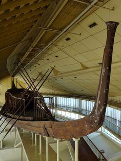 Khufu Ship, 2500s BC. Solar Bark museum in Giza. Musée de la barque solaire à Gizeh. Sonnebarke des Cheops