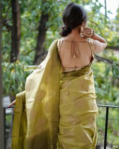 18 Modern Saree Blouse Designs & Ideas For Stylish Look Onam Saree, Kerala Saree, Indian Sarees, Modern Saree, Stylish Blouse Design, Blouse Neck Designs, Sleeve Designs, Saree Photoshoot, Saree Trends