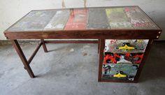 Mesa feita com peças de skateboard