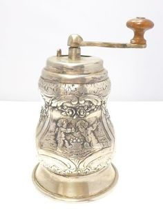 Kaffeemühle coffee mill 800 SILBER silver moulin à café biedermeier Reise Mühle Antique Coffee Grinder, Nut Cheese, Vintage Coffee, Espresso, Antique Silver, Brewing, Antiques, Tableware, Collections