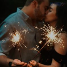 Health Benefits of Kissing. To get the biggest benefit from kissing, do it for at least 30 seconds a day. Watch the video to learn more. Twin Flame Relationship, Relationship Gifs, Relationships Love, Healthy Relationships, Lightroom Gratis, Lightroom Presets, Months In A Year, New Years Eve, Benefits Of Kissing