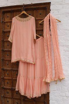 Pakistani Fashion Party Wear, Pakistani Dress Design, Pakistani Outfits, Dress Indian Style, Indian Fashion Dresses, Indian Designer Outfits, Designer Party Wear Dresses, Kurti Designs Party Wear, Stylish Dress Designs