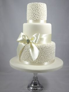 Cornelli lace wedding cake/ Cornelli bruidstaart