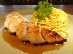 Gegrillte Hähnchenbrust auf Ingwer-Chili Reduktion mit Curry-Spaghetti