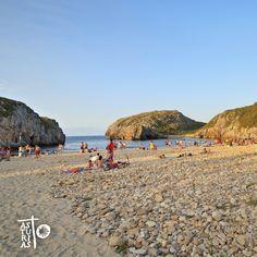 Places to enjoy at the Saint James Ways in Asturias. Lugares para disfrutar en los Caminos de Santiago en Asturias. Playa de Cuevas del Mar. Nueva de Llanes.