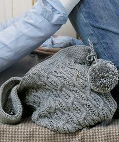 From Rowan comes this gorgeous ice knit bag to knit! Find the free pdf pattern for this knitted bag here: link