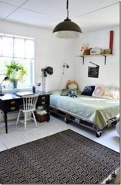 TWIN DAYBED/BED for 3 Season Porch: Pallet bed frames and furniture in general are very versatile and suitable for any room Furniture, Room, Home Decor, Mommo Design, Pallet Bed Frames, Bed, How To Make Bed, Boy Room, Bed Frame