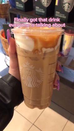 Cold Starbucks Drinks, Bebidas Do Starbucks, Starbucks Hacks, Starbucks Frappuccino, Starbucks Cold Coffee Drinks, Starbucks Smoothie, Low Calorie Starbucks Drinks, Starbucks Food, Starbucks Refreshers