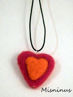 Corazón collar lana de fieltro