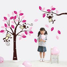 Muursticker boom met 3 slingerende aapjes.<br /> Deze boom met apen staat mooi op de kinderkamer of babykamer.