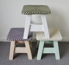 Stool Chair, Chair Pads, Crotchet Bags, Stool Covers, Pillow Inspiration, Futons, Fabric Rug, Knitting Designs, Rug Making