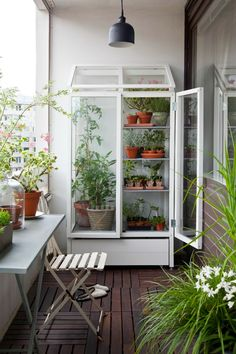 Raised grow box via mysweetlifemoon.blogspot.nl