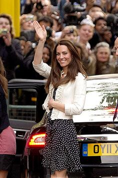 Kate Middleton practices her princess wave