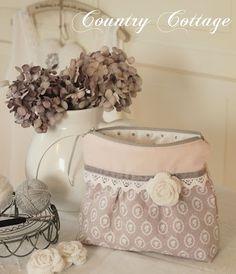 A new sweet TILDA zipper bag! (My Country Cottage Garden) Fabric Handbags, Fabric Purses, Fabric Bags, Zipper Bags, Zipper Pouch, Patchwork Quilt, Country Cottage Garden, Diy Bags Purses, Handmade Bags