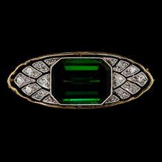 A tourmaline and diamond brooch, 1930's. Gold/platinum. L. 3,6 cm.. - Vintage & Jewellery, Stockholm S200 – Bukowskis