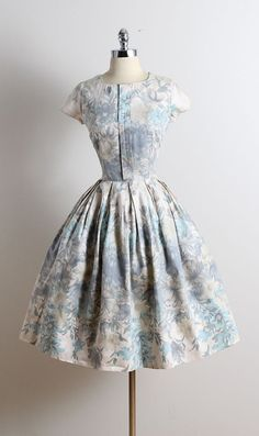 ➳ vintage 1950s dress * brushed cotton * muted pastel floral print * metal side zipper * full skirt * by Marcy Lee condition | excellent fits like medium length 42 bodice 17 bust 40 waist 28 hem allowance 4.5 ➳ shop http://www.etsy.com/shop/millstreetvintage?ref=si_shop ➳ shop policies http://www.etsy.com/shop/millstreetvintage/policy twitter | MillStVintage facebook | millstreetvintage instagram | millstreetvintage 5730/1617